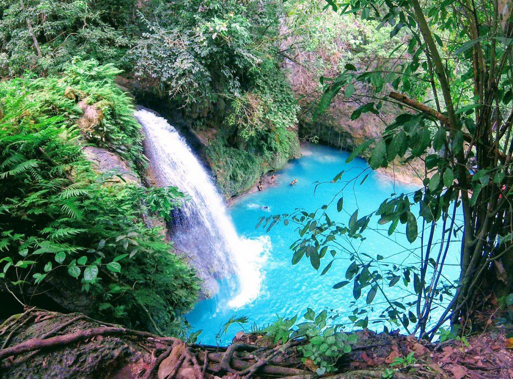 groene oase blauwe waterval