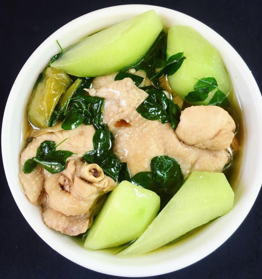 chicken tinola eten in de filipijnen